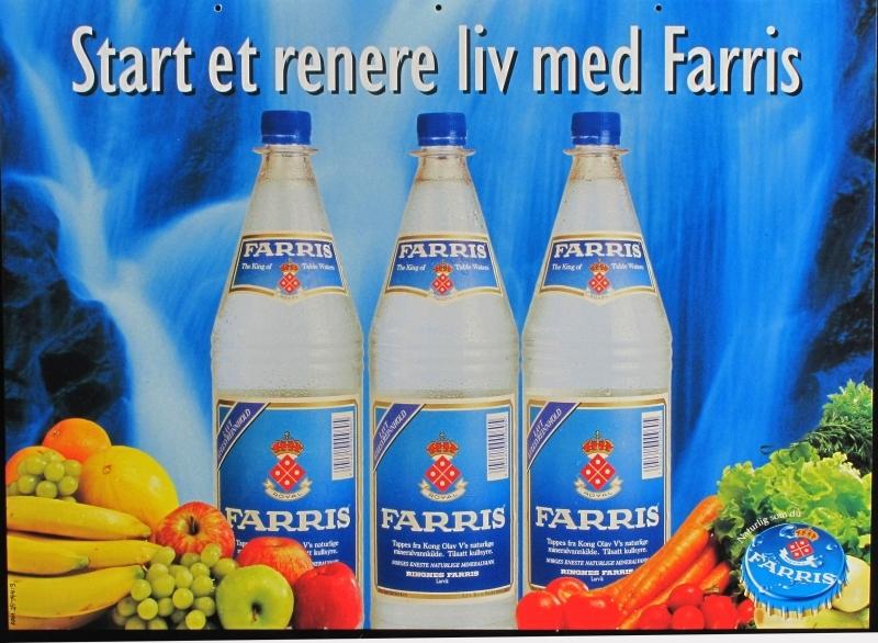 Tre flasker Farris mot vannslør i fossefall. Frukt og grønnsaker.