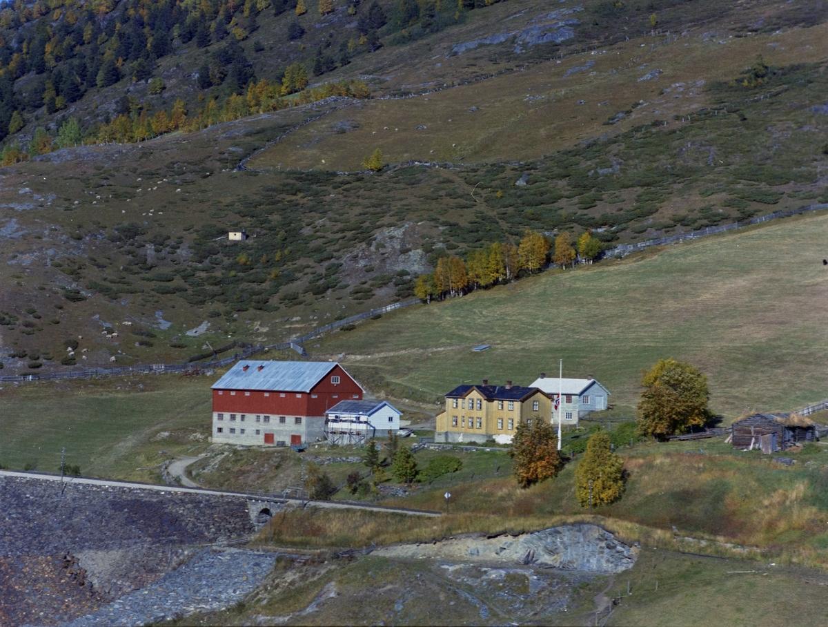 Flyfoto, gårdsbruk, Nørdre Hjelle også nevnt som Skjelle, Dovre.