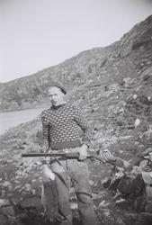Olav Skårland med sin første harefangst