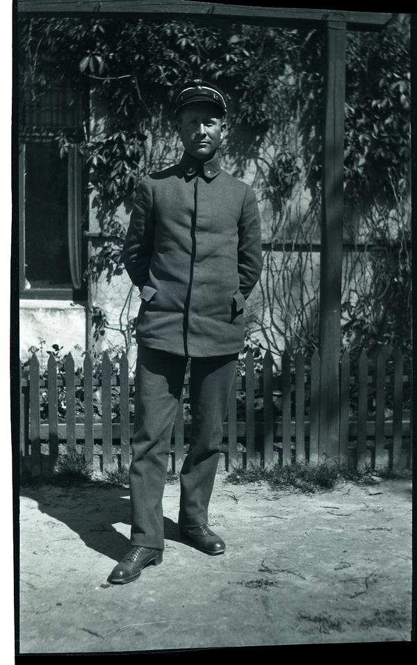 Jonas Line (1892 - 1979) som sikkerhetsvakt i Stavanger.