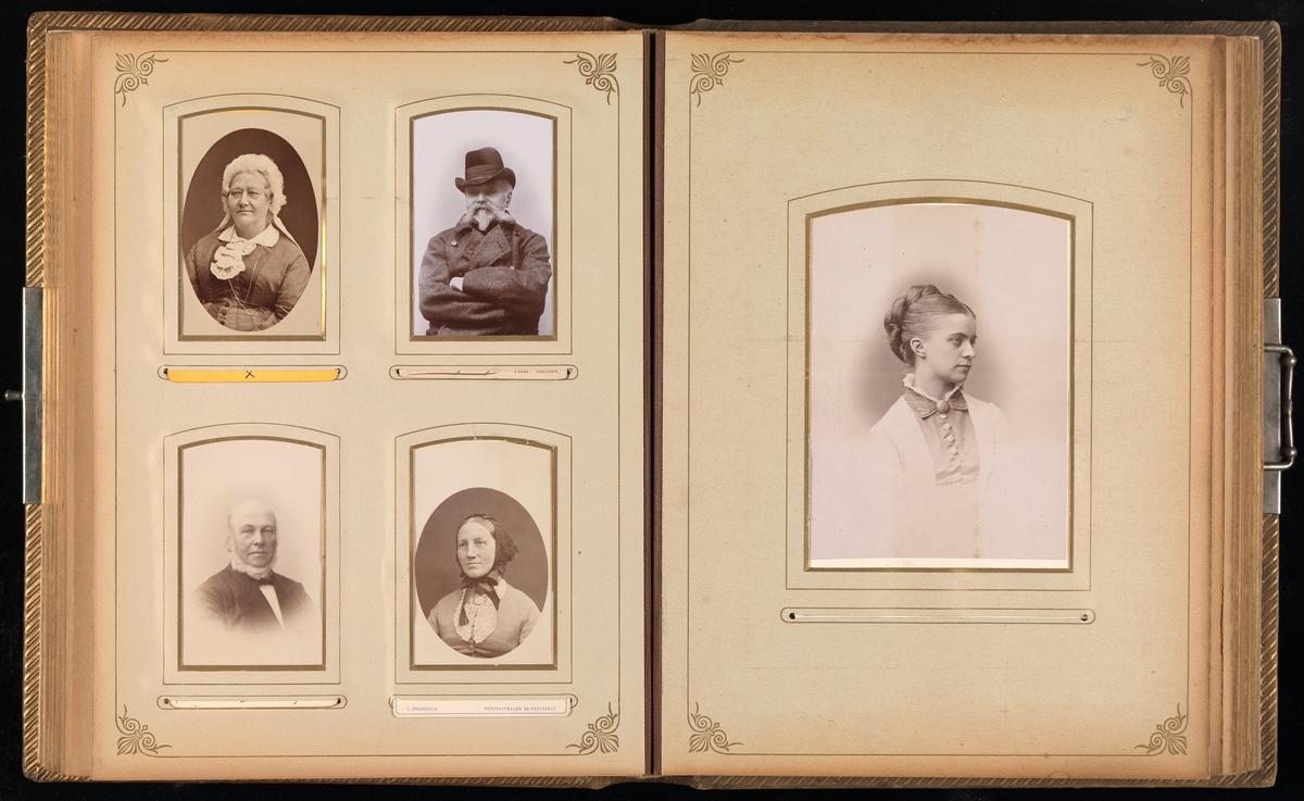 Tiende oppslag i cartes-de-visites-album. På venstre fire portretter, på høyre side en cabinet.