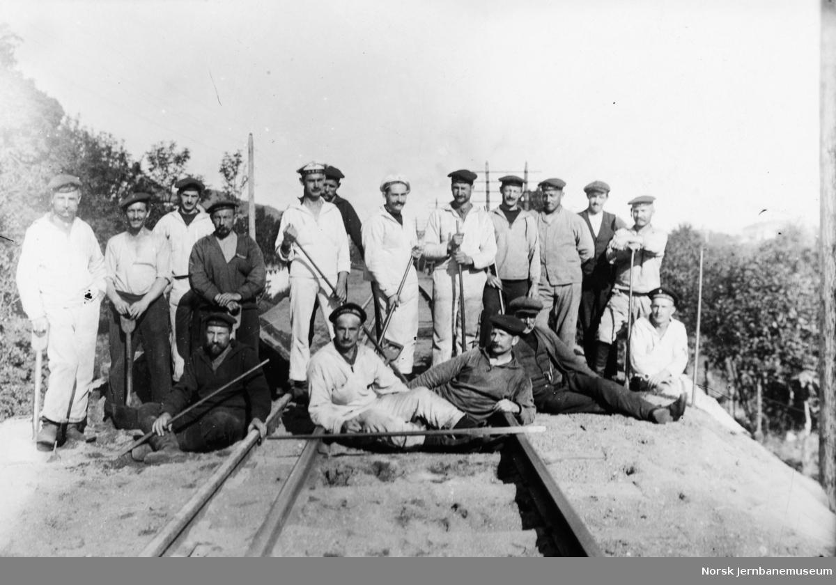 Internerte tyske orlogsmenn på arbeid ved Størenbanens omsporing