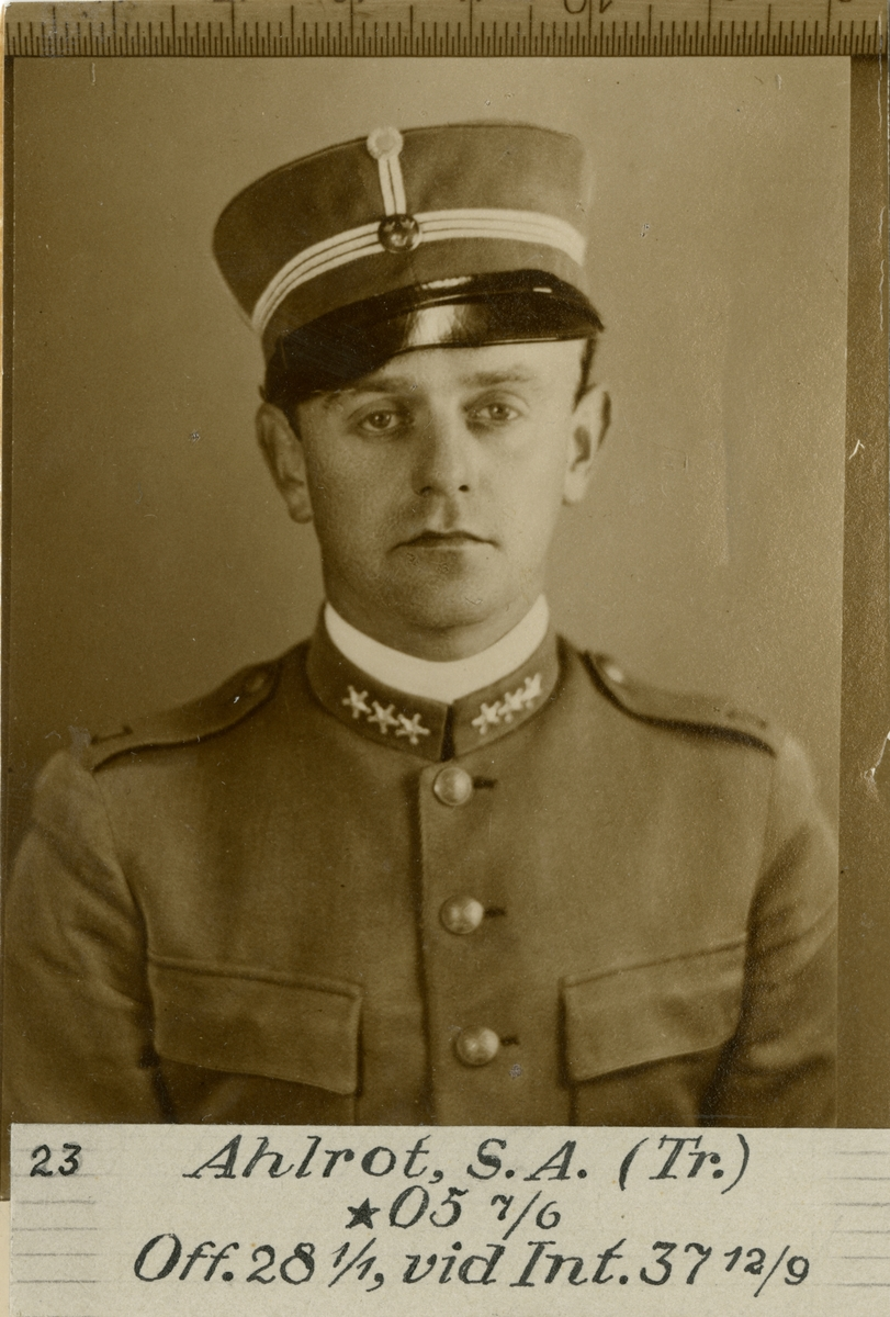 Porträtt av Sten Albert Ahlrot, officer vid Trängen och Intendenturkåren.