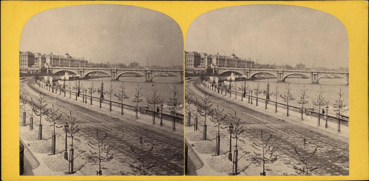 Stereobild av Thames Embankment, sett från Charing Cross Railway, London.