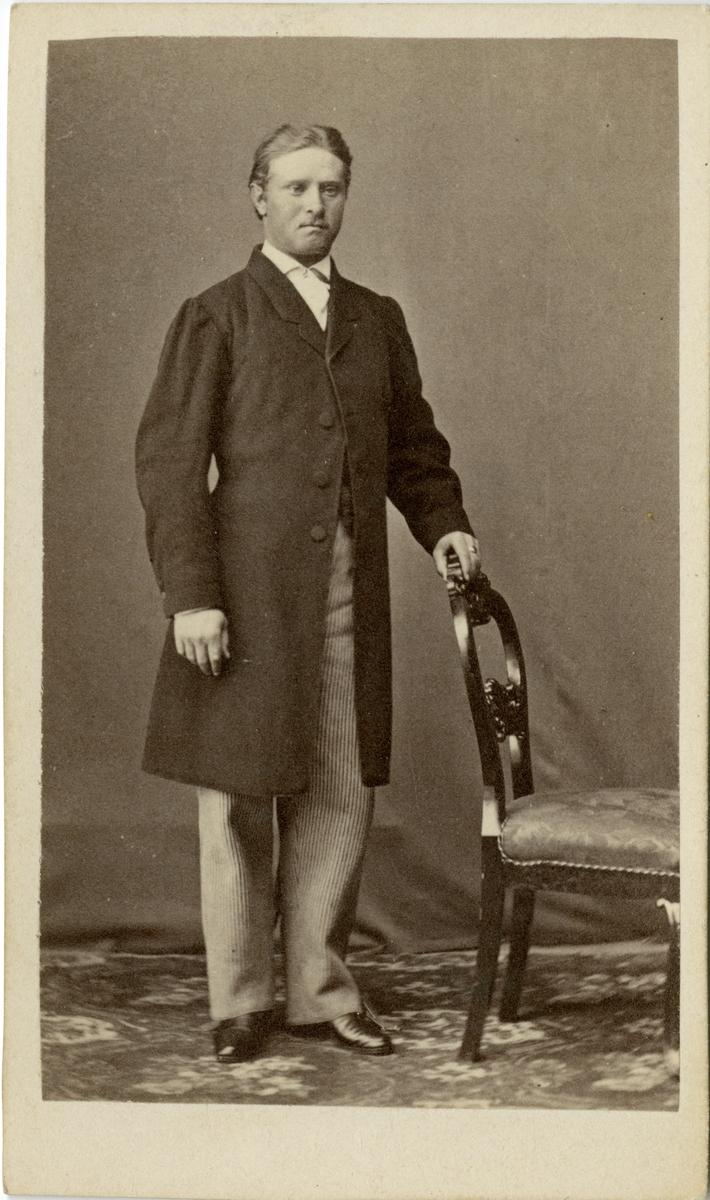 Porträtt av E. Alexanderson, officer vid Livregementets grenadjärkår.