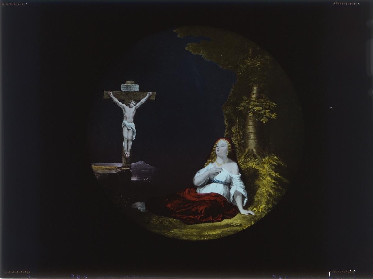 """Skioptikon målad i färg på glasskiva. """"No cross, no grown"""". Kvinna under träs invis korsfäst jesus. Uppenbarelsebild."""