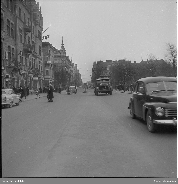Trafikbilder från Storgatan, vid torget och även västerut.
