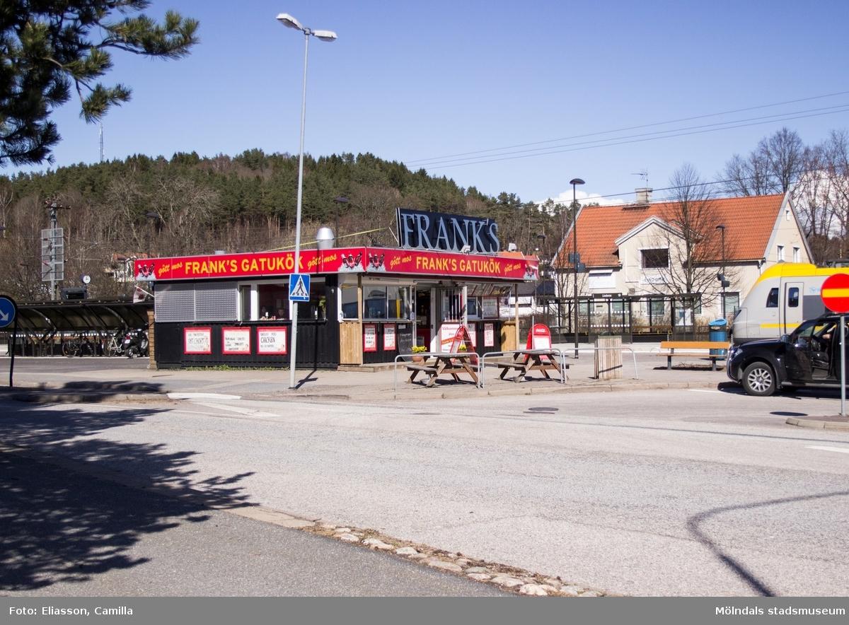 Lindome stationsbyggnad från 1927 finns än idag kvar men är en av många obemannade stationer.