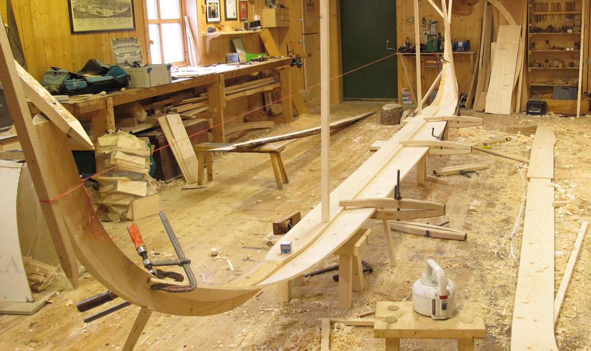 Botnbordet er i ett stykke, på ca 7,5 m.