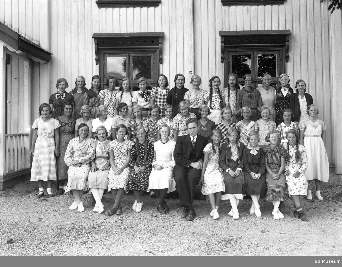 Konfirmasjonsbilde 1935, jenter