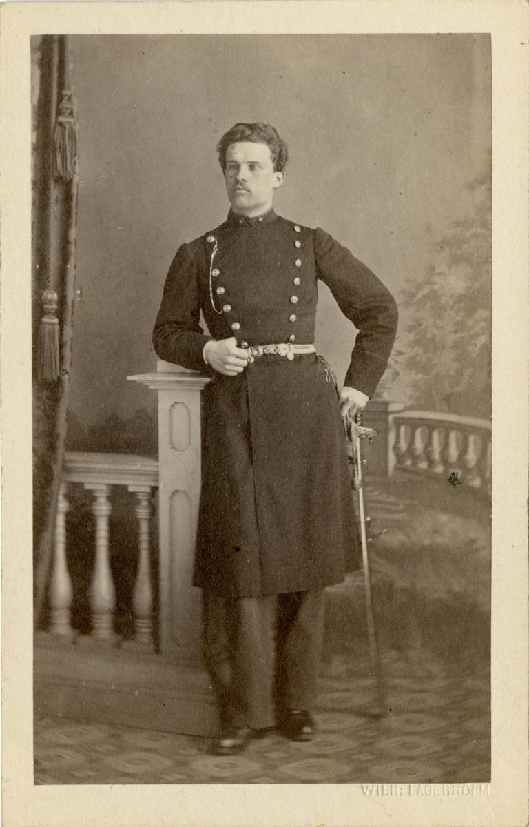 Porträtt av Oscar Waldemar Falkman, löjtnant vid Närkes I 21. Se även bild AMA.0021992.