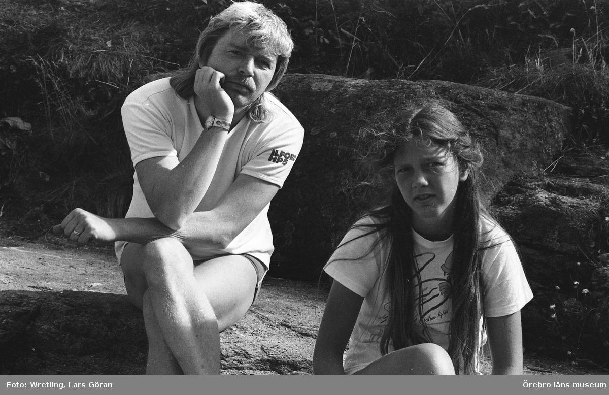 Lars Göran Wretling född 1943 är en fotograf som bla varit verksam som pressfotograf  på Örebrokuriren 1969-1993.