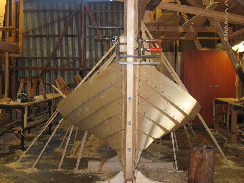 Børsabåten Eivind under bygging. Man kan tydelig se sporene etter åfjordsbåten.