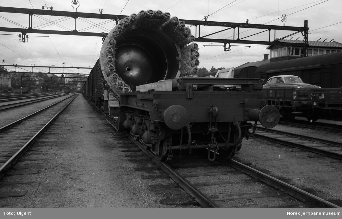 Dyplastevogn Tro4 nr. 16506 med last fra Kværner