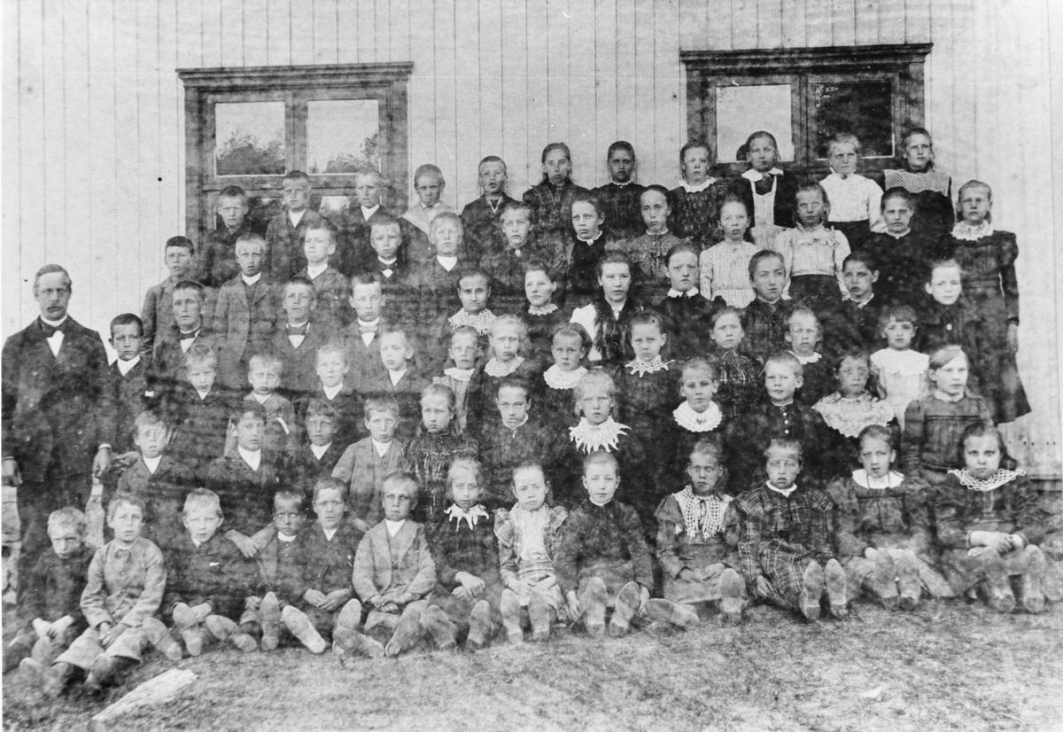 Gruppebilde, skolebilde fra Bjørkelangen skole, ca. 1895.