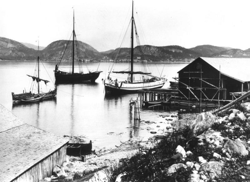 Sjøbu og båter. Fra Namsos ca 1885