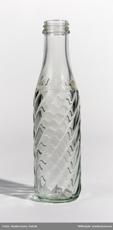 Glasflaska från 1980-talet. Flaskan är ett tillbehör till SodaStream-maskiner.