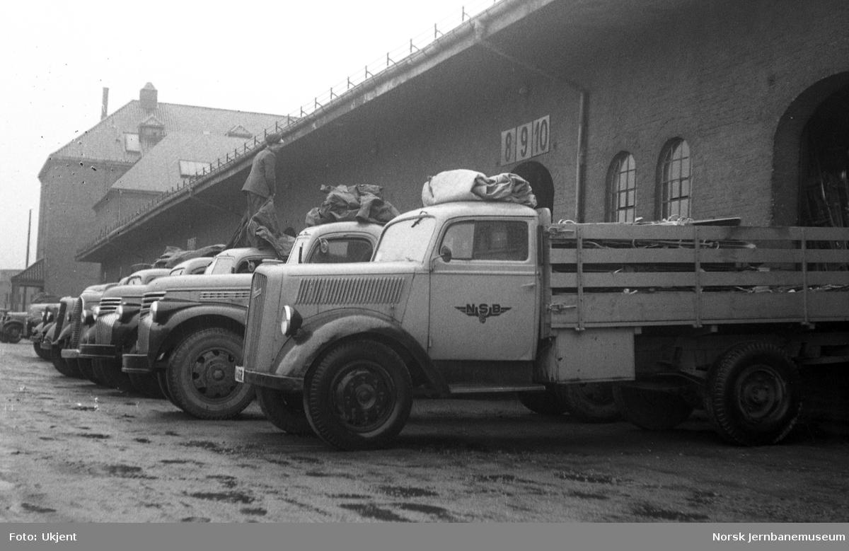 NSB-lastebiler ved godsekspedisjonen på Oslo Ø