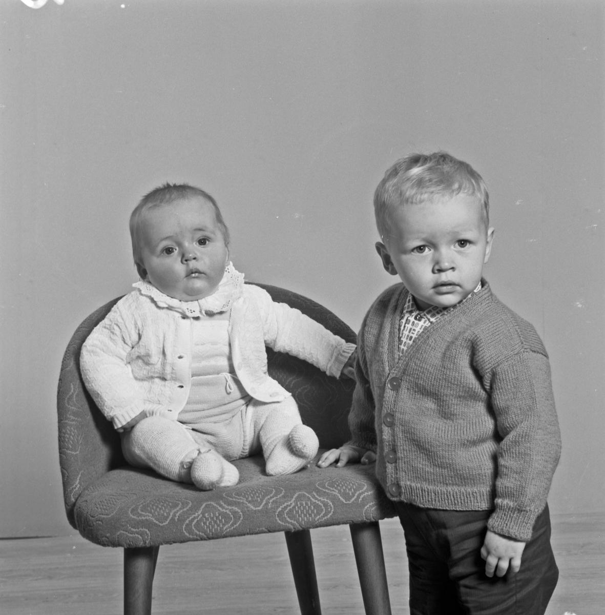 Portrett to småbarn - bestiller Ingebjørg Emberland