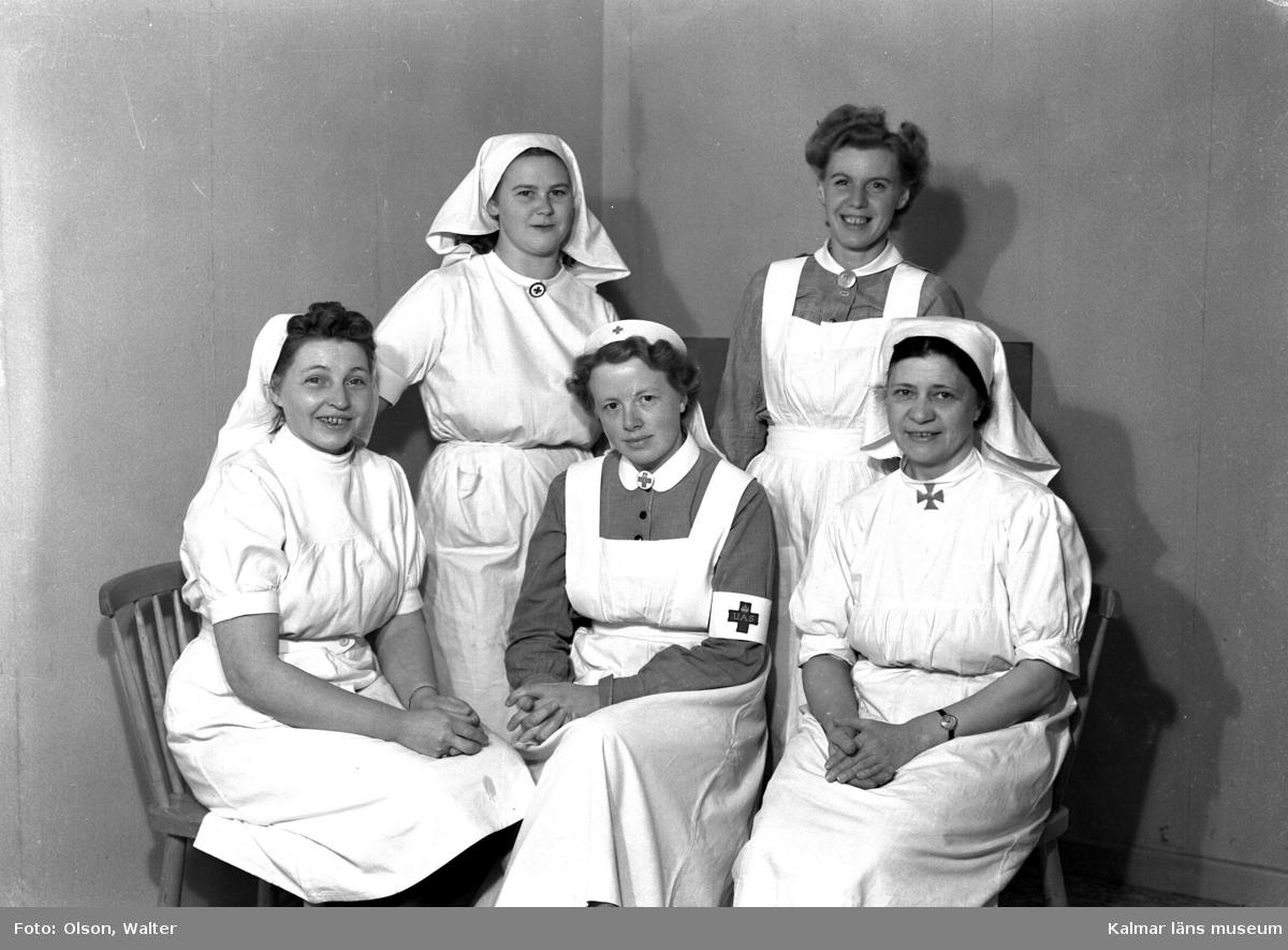 När de vita bussarna avslutat sina transporter tog de vita fartygen vid. Dessa förde svårt sjuka koncentrationslägerfångar till beredskapssjukhus i Sverige. Till Kalmar kom fartyget Prins Carl sommaren 1945 tre gånger med fångar från ett brittiskt mellanläger i Lübeck. De före detta fångarna, de flesta polska judar, inhystes på Söderportskolan. De som bedömdes ha tyfus eller TBC inkvarterades på Epidemisjukhuset på Lindö. Då det var de allra svårast sjuka som kom till Kalmar - en kvinna vägde vid ankomsten, två månader efter krigsslutet, endast 28 kg - avled flera. Två var döda vid ankomsten till Kalmar, ytterligare ett femtontal avled under vistelsen här. Dessa ligger begravda i en gemensam grav på mosaiska begravningsplatsen i Kalmar. De flesta som överlevde sjukhusvistelsen lämnade Sverige under år 1946. några for till USA, några återvände hem. I Walter Olsons journal står namnet fru Vera Olsson ifrån beredskapssjukhuset i Kalmar registrerat.