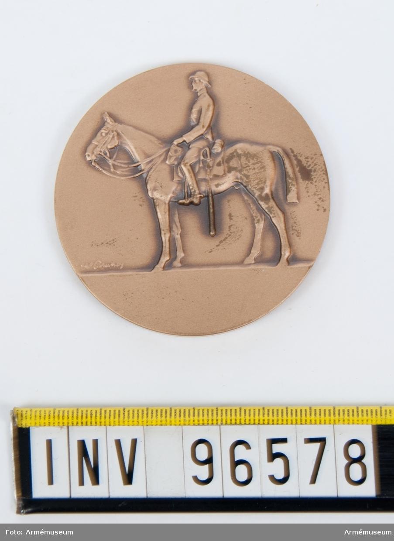 Medalj i brons för Livgardets dragoner. Stans 45469. Frånsida, Fana 45469-1.