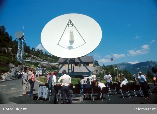 Eik jordstasjon åpning 7. juli 1976