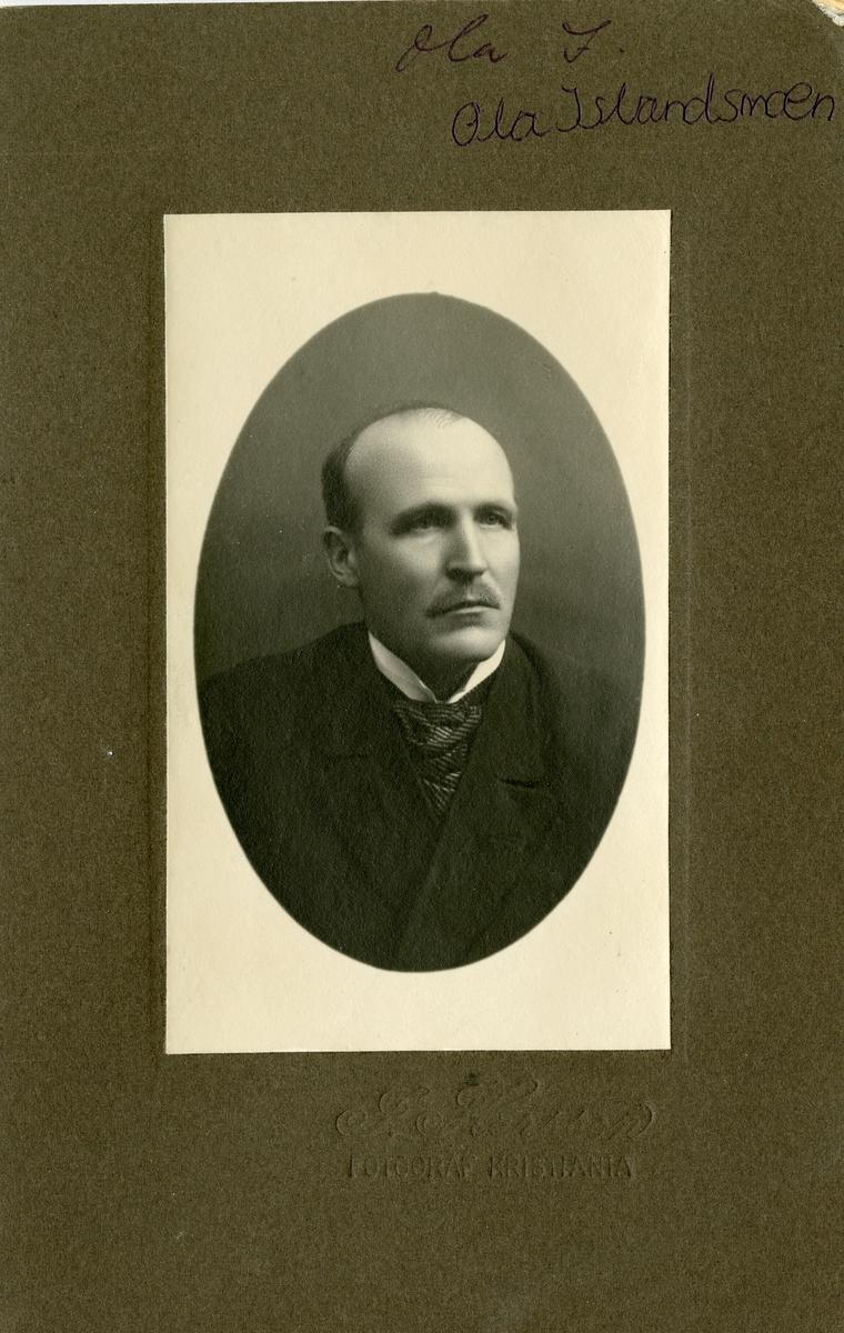 Portrett av Ole Islandsmoen. På bildet var han rundt 35 år gammel.