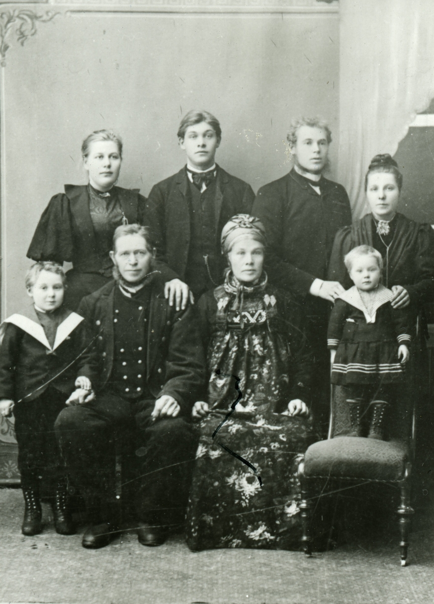 Gruppe Fam Bråten Bergheim Bunad Finklede Matros Dress Og
