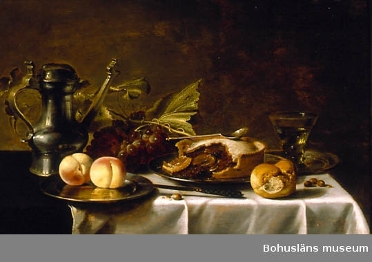 Dukat bord med frukter, pastej, nötter, tennkanna, tennfat, remmare och linneduk