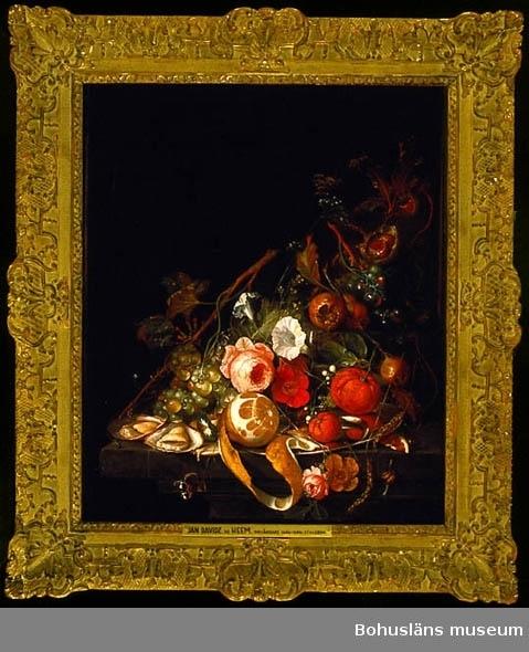 Stileben med ostron, frukter och blommor