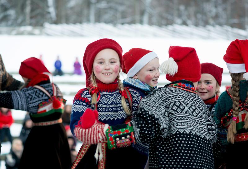 Norsk Folkemuseums Dansegruppe på julemarkedet på Norsk Folkemuseum (Foto/Photo)