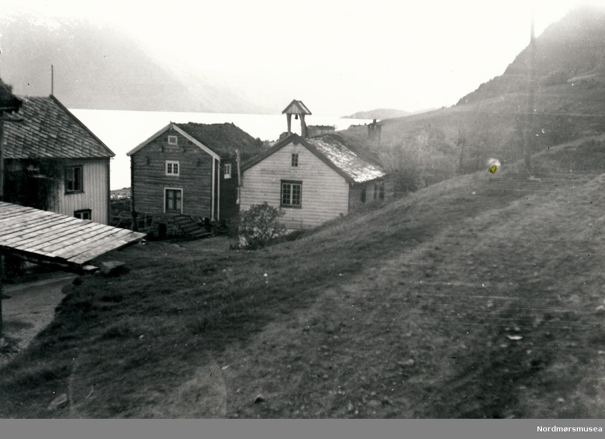 Bilde av Opdøl gård med utsikt mot fjorden