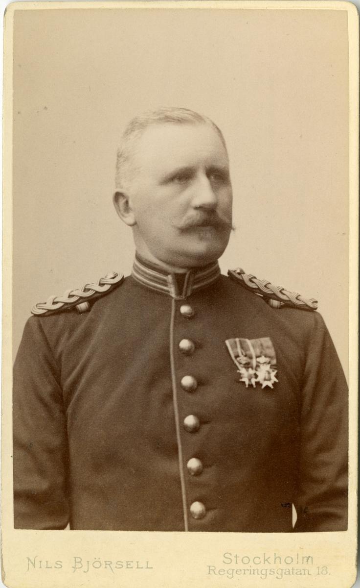 Porträtt av Charles Emil von Oelreich, överstelöjtnant och 1. major vid Kalmar regemente I 11.  Se även AMA.0008202 och AMA.0009421.