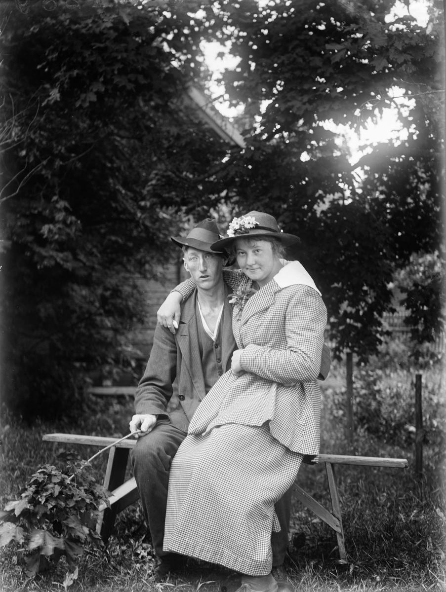 """""""Frk Linnea Ekenberg och Emil Johanson Tibble"""", Torstuna socken, Uppland 1919"""