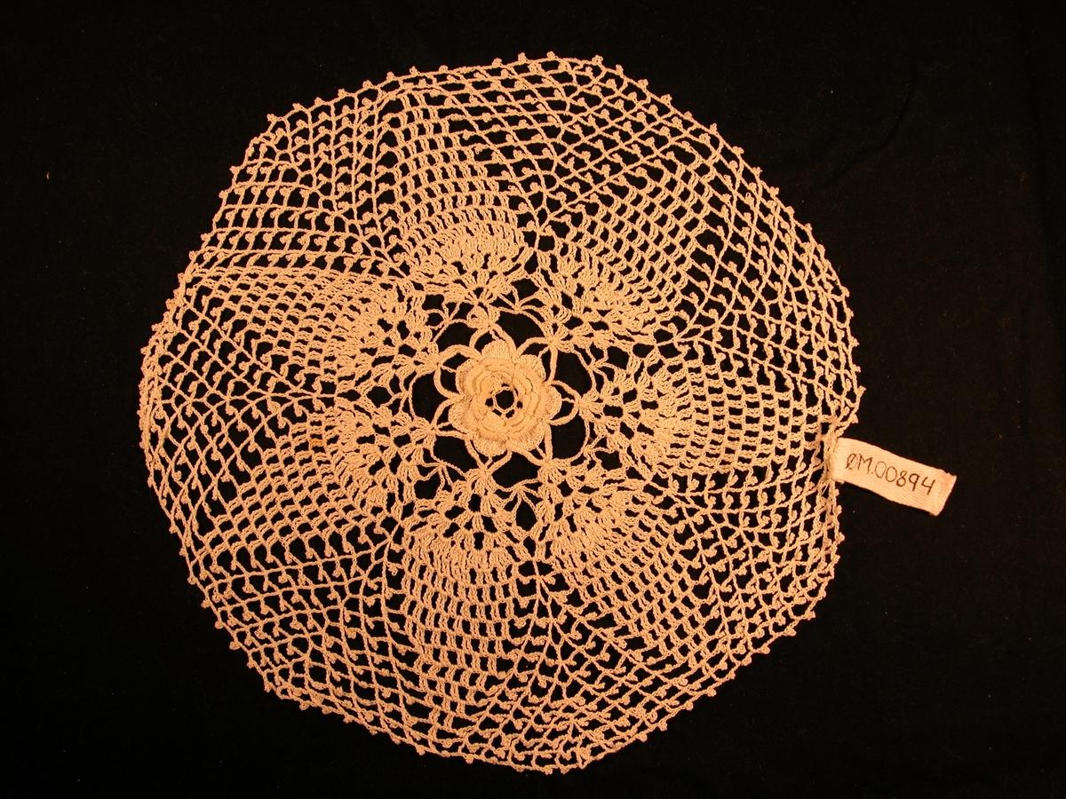 Rose laga i fleire lag i midten, 7 blad rundt