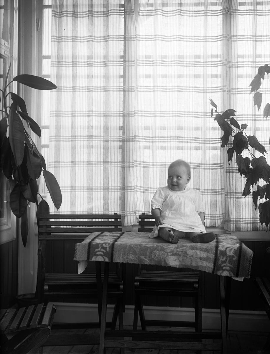 """Inga Johanson Mälby Frösthult"", Uppland 1920"