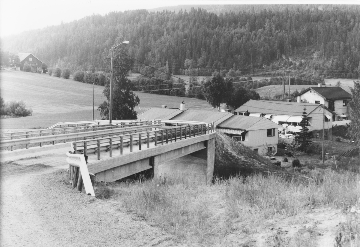 """Område sør for Kjul, sett fra Nittedalsveien, """"Gamle riksvei 4""""."""