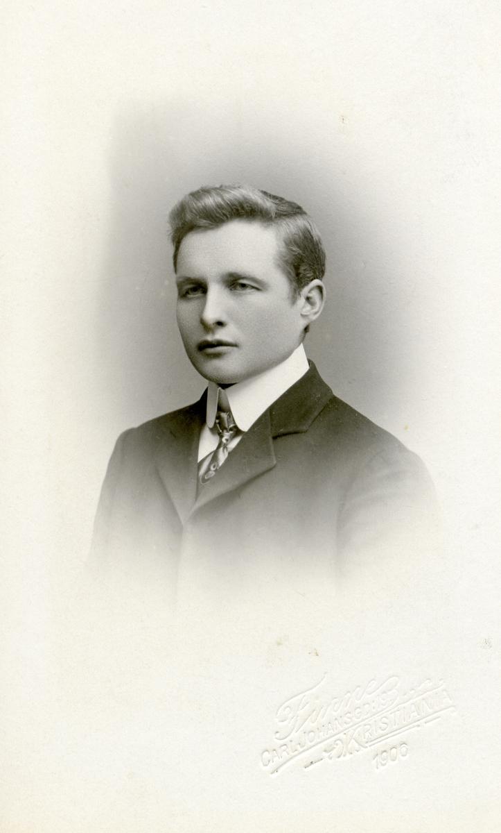 Ungdomsfoto av Ola Lundene.