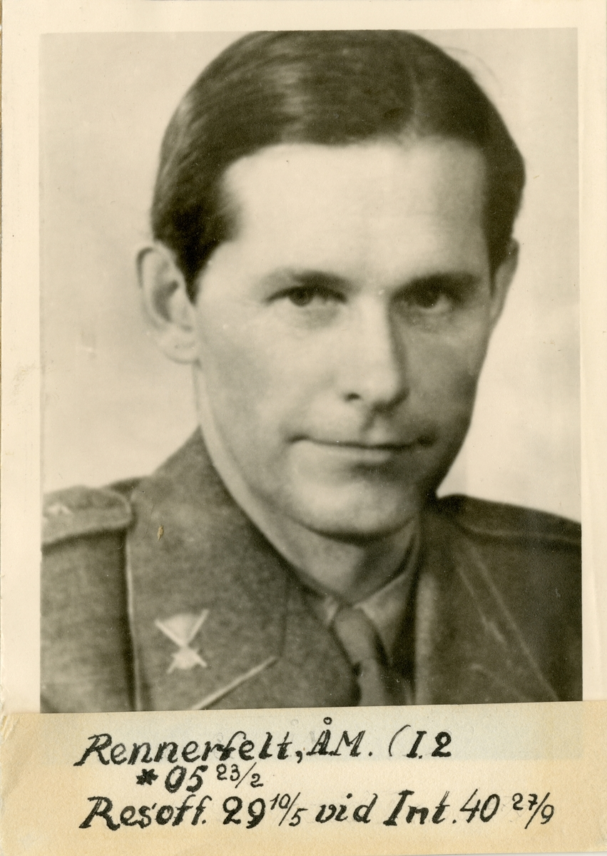 Porträtt av Åke Magnus Rennerfelt, officer vid Värmlands regemente I 22 och Intendenturkåren.