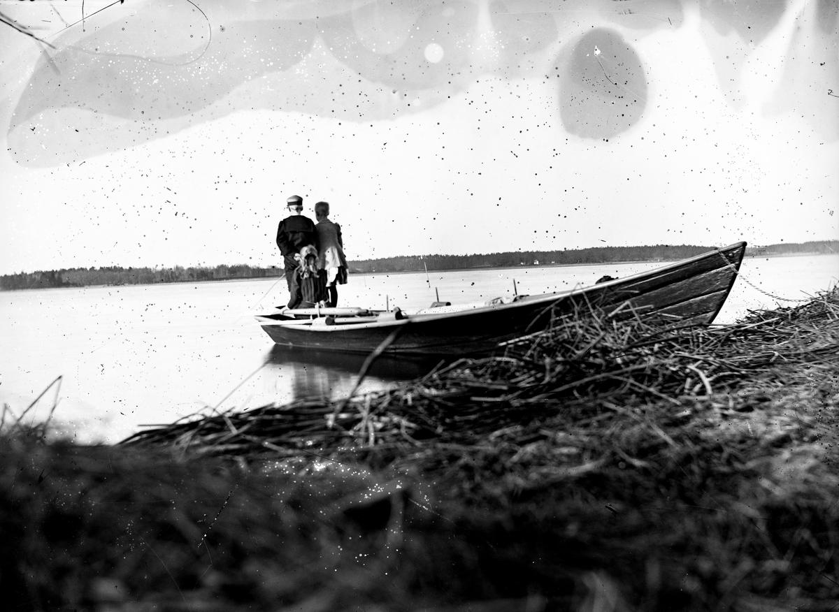 Båtbild. Fotograf okänd.