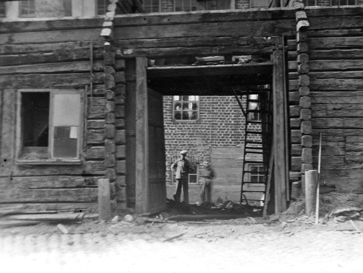 Portgården vid gamla V. Långgatan 61. År 1935.