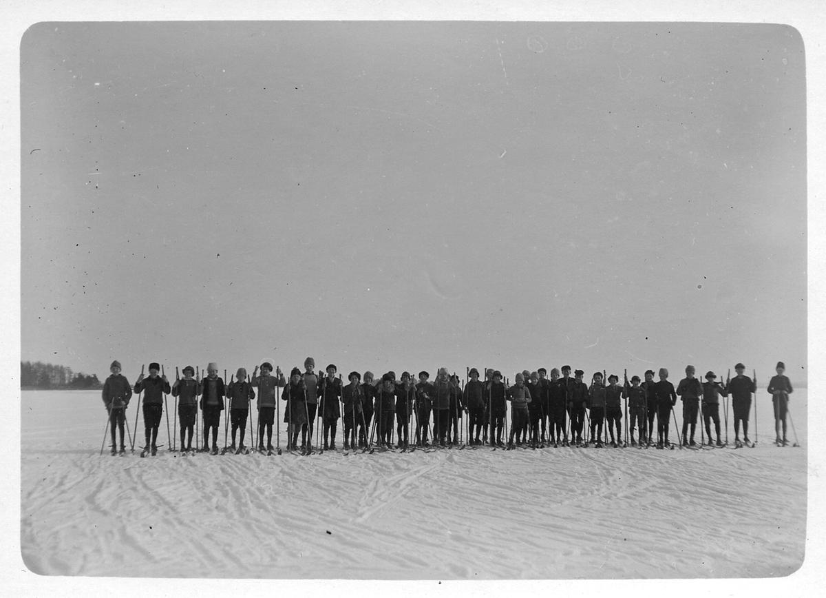 """Skolutflykt till sjön"""" 1921"""
