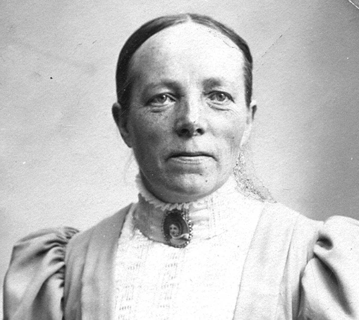 Anna Larsson, bodde på gård nr. 34 Glasgatan. Avled 12/3 1947.