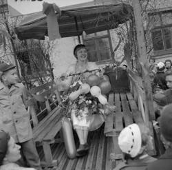 Studenterna tredje dagen, 13/5 1955.En glad kvinnlig studen