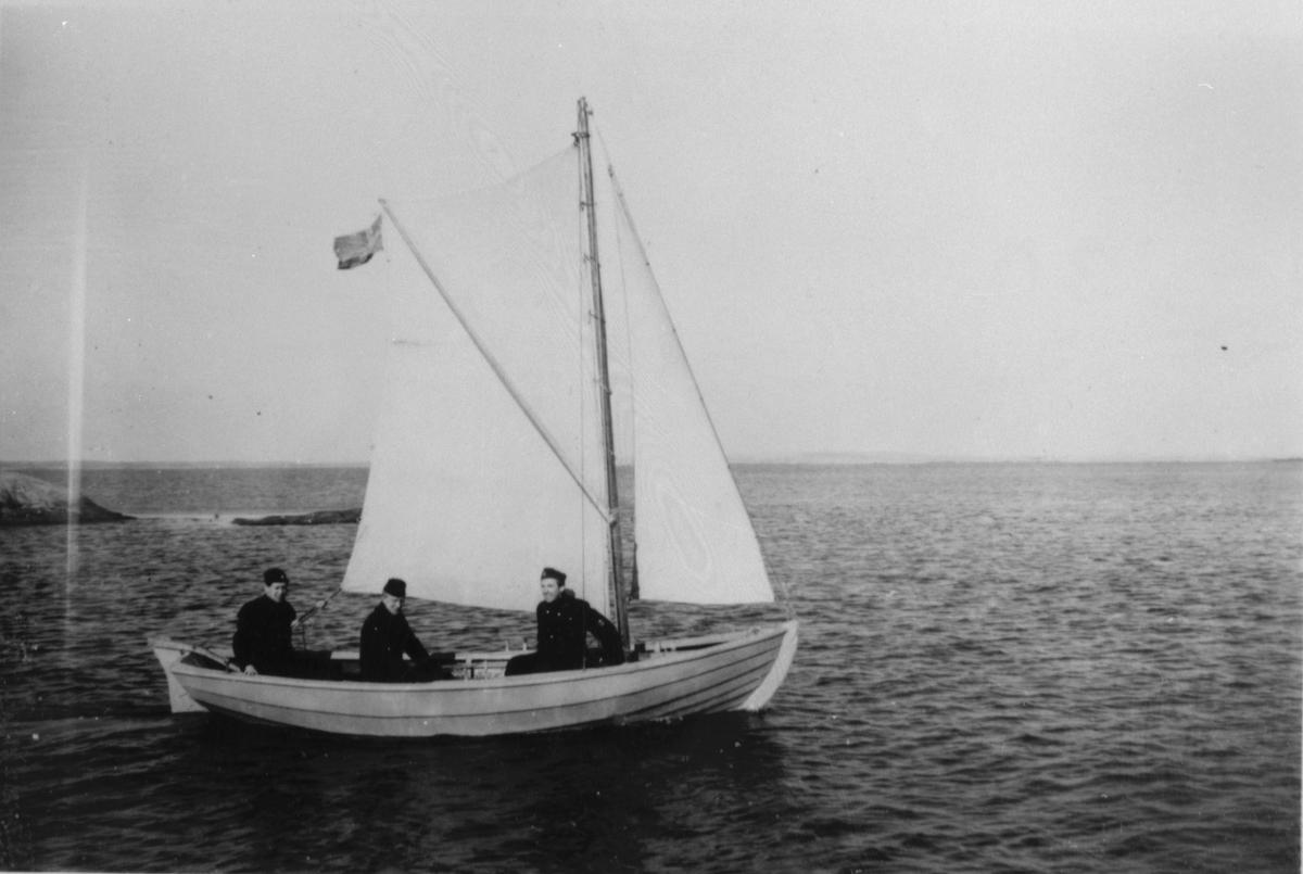 Fartygsbilder, lotsen Helmer Alms album.