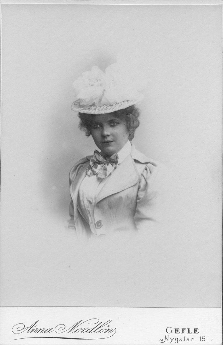 Anna Björk, född Nordlöw. Foto år 1895.