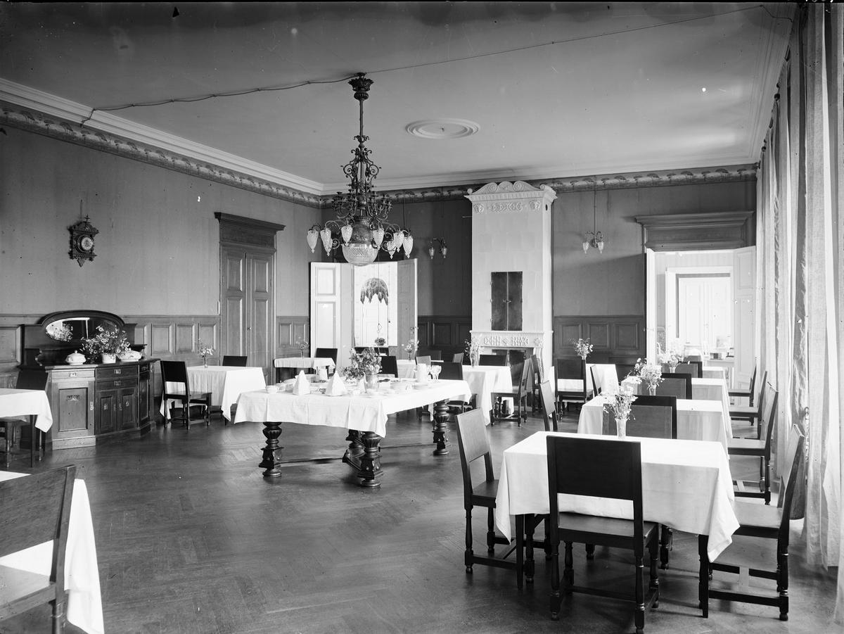 Gysinge Herrgård Järnbruket fick läggas ned i slutet av 1800-talet och 1905 upphörde även smidet på Gysinge bruk. Från början av 1920-talet och fram till mitten av 1950-talet drevs Gysinge Herrgård som pensionat och hälsohem.