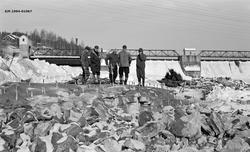 Forberedelser til sprenging av en bergnabb ved Glommas nordv