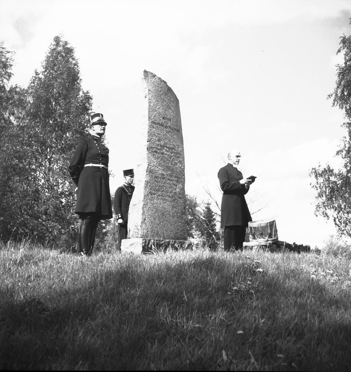 Landstormen. Kyrkoherde Jonzon håller bön. Den 1 juni 1936