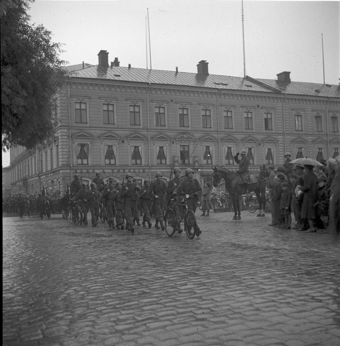 :: MILITÄRPARAD PÅ RÅDHUSTORGET  9 september 1940